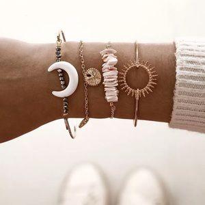 ⚜️[𝟯/$𝟯𝟴]⚜️4 Layered Horn Crystal Bracelet NEW